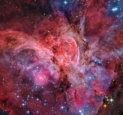 La Gran Nebulosa Carina, también conocida como NGC 3372, es una de las regiones de formación estelar más grandes de nuestra galaxia.