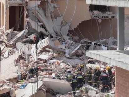 Labores de rescate en el edificio derrumbado en Peñíscola.
