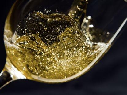 Las burbujas de estos vinos ancestrales son festivas y veraniegas.