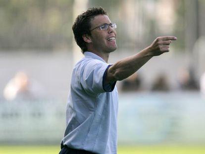 Rubi, dando instrucciones durante un partido del Girona.