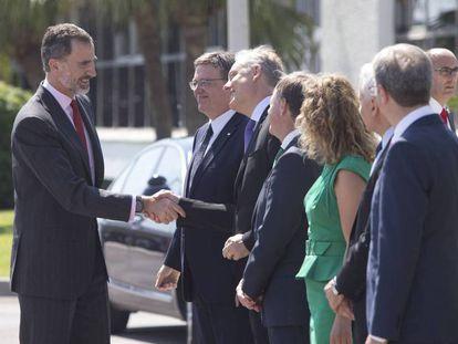 El Rey, este verano, a su llegada a la refinería que BP tiene en Castellón.