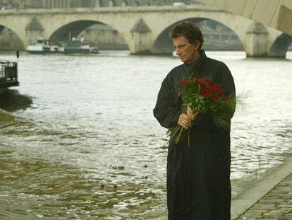 Jack Lang, ante el Puente del Carrusel en París, el 29 de enero de 2005, en un homenaje a Mitterrand.