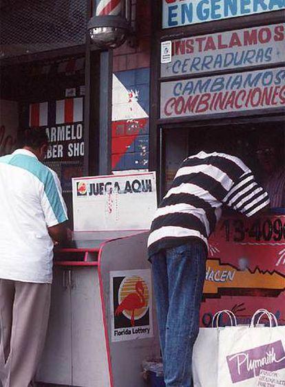Cerrajería de Miami con el cartel en español.