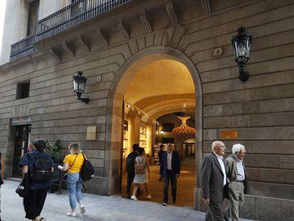 Entrada principal del Ateneu Barcelonès.