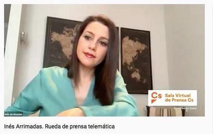 Inés Arrimadas, líder de Ciudadanos, en una rueda de prensa telemática desde su domicilio.