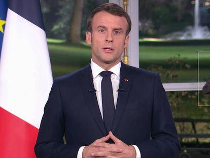 El presidente francés, Emmanuel Macron, durante su discurso de Nochevieja, en una imagen tomada del canal France 2.