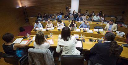 Una panorámica de la comisión parlamentaria que ha investigado el accidente de metro.