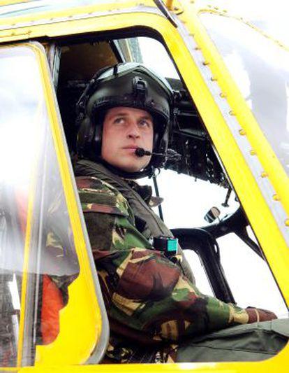 El príncipe Guillermo, como piloto de helicóptero.