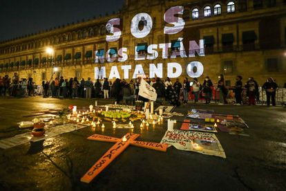 A protest by the families of the victims of femicide in the National Palace.