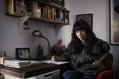 The writer Elisa Victoria, this week at her home in Hinojales (Huelva).