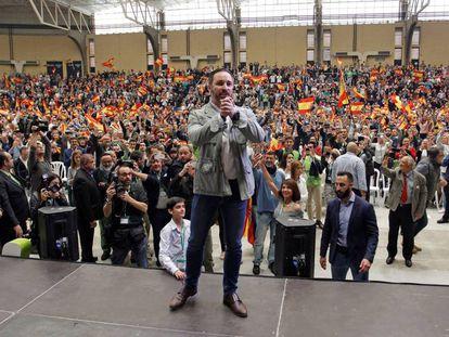 El candidato de Vox, Santiago Abascal, en un mitin en Alicante.