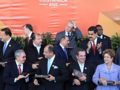 Algunos de los dirigentes latinoamericanos, durante la reunión de la CELAC, en Costa Rica. / a. bolívar (EFE)