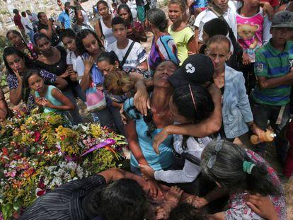 Funeral de una de las víctimas mortales del motín de Carabobo