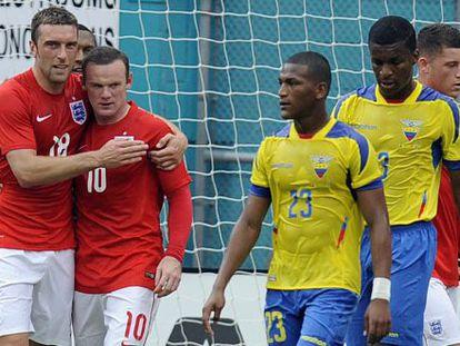 Lambert felicita a Rooney en el Inglaterra-Ecuador.