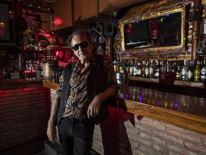 Johnny Cifuentes, fotografiado en octubre de 2019 en el bar que regenta, El Cocodrilo, en Madrid.