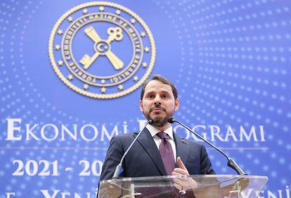 El ministro de Finanzas turco, Berat Albayrak, presenta su programa económico de medio plazo el pasado septiembre en Estambul.
