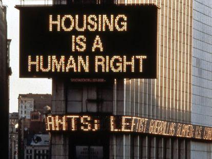 Proyecto de arte público que la artista Martha Rosler instaló en Times Square, Nueva York, en 1989.