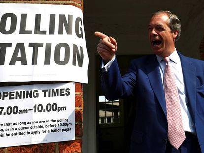 Nigel Farage, líder del Partido del Brexit, después votar el pasado jueves. vídeo, Europa dice adiós al bipartidismo.
