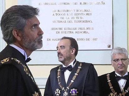 Acto de apertura del año judicial, en la imagen, el presidente del Tribunal Supremo, Carlos Lesmes (izquierda), Manuel Marchena (centro) y Luis María Díez-Picazo (derecha). En el vídeo, Maroto, vicesecretario del PP, echa la culpa al Gobierno de la renuncia de Marchena.