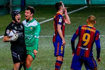 Ramón Juan celebra el penalti detenido a Pjanic.