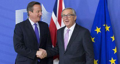 David Cameron, junto al presidente de la Comisión Europea, Jean-Claude Juncker.