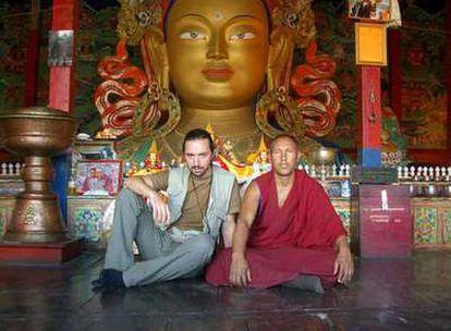 Andrés Pascual, autor de <i>El guardián de la flor de loto,</i> durante uno de sus viajes al Tíbet.