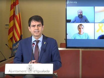 El alcalde de Igualada (Barcelona), Marc Castells, en rueda de prensa sobre el coronavirus este sábado.