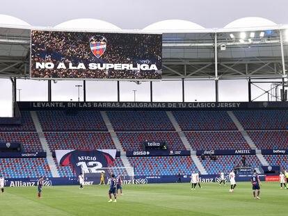 Un mensaje contra la Superliga, en el estadio de Valencia este pasado 21 de abril.