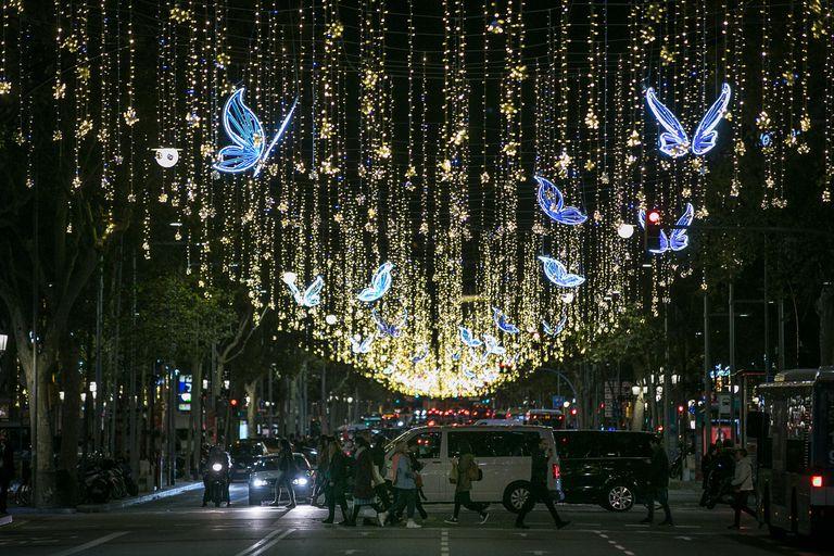 Paseo de Gracia, en el primer día de luces navideñas del 2019