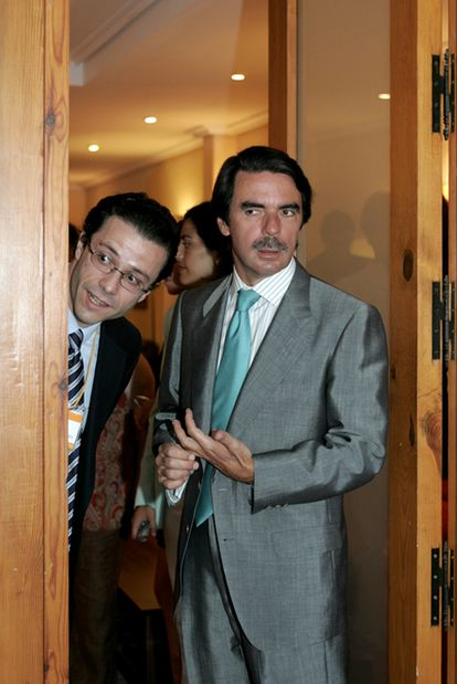 Javier Fernández Lasquetty, junto al ex presidente del Gobierno José María Aznar en la inauguración del Campus 2004 de la FAES.