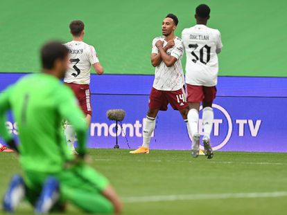 Aubameyang celebra el gol ante el Liverpool