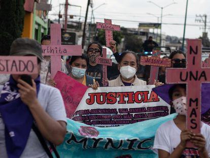 Madres de mujeres desaparecidas y víctimas de feminicidio protestan Chimalhuacán, Estado de México, en julio de 2021.