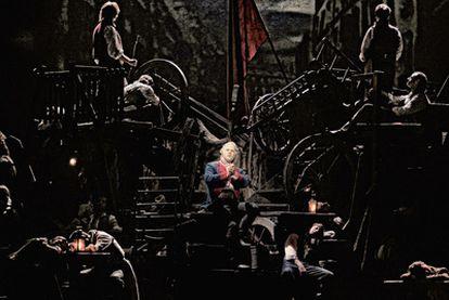 Gerónimo Rauch en el segundo acto de <i>Los miserables,</i> en el teatro Lope de Vega.
