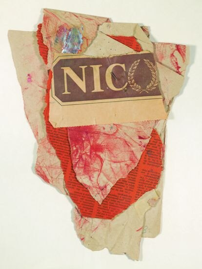 'Collage' con sanguinia y clavo, de 1983, obra de Miguel Ángel Campano.