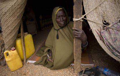 Una anciana en un campo de desplazados por la sequía en Uusgure (Somalia).