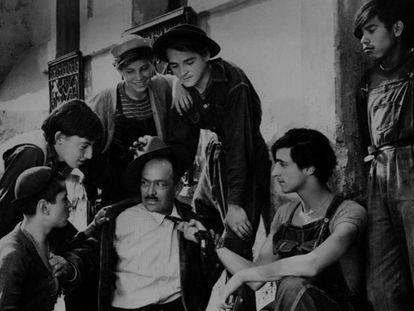 Un fotograma de la película de Luis Buñuel 'Los olvidados' (1950). En vídeo, tráiler de la película.