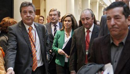 Ana Mato, en los pasillos del Senado durante la sesión de control al Gobierno.