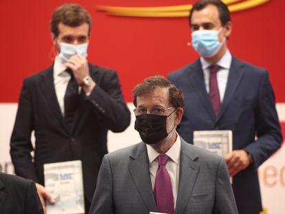 Mariano Rajoy y detrás de él, Pablo Casado y Fernando Martínez Maillo, en la presentación del libro de este último este viernes en Madrid.