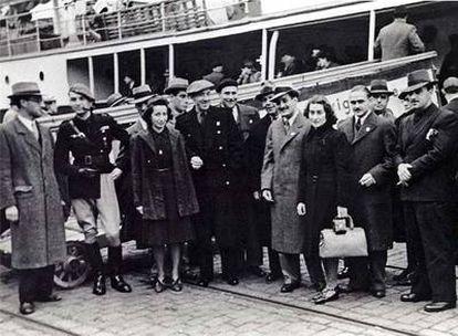 Martí de Riquer (segundo por  la izquierda), en la despedida de Juan R. Masoliver (en el centro), que en 1940 viajó a Roma.