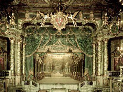 Escenario de la antigua Ópera Margrave de Bayreuth tras la restauración y con la recreación de un decorado de Carlo Galli Bibiena.