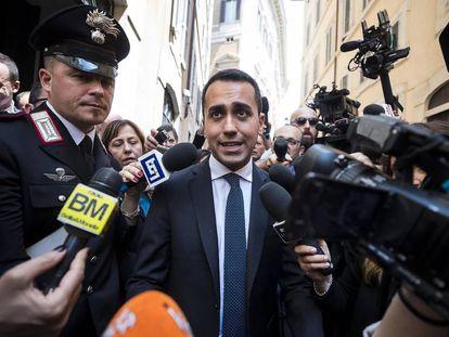 El líder del Movimiento Cinco Estrellas (M5S), Luigi di Maio, atiende a los medios en Roma este viernes.
