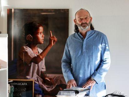 Moncho Ferrer, director de programas la Fundación Vicente Ferrer, en la sede de su institución en Madrid.