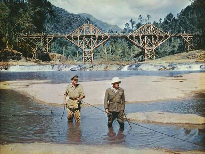 El teniente coronel Nicholson (Alec Guinness) y el coronel Saito (Sessue Hayakawa) en el clímax de 'El puente sobre el río Kwai', de David Lean.