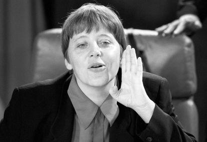Angela Merkel, en una reunión de gabinete en abril de 1994, cuando era ministra de Medio Ambiente