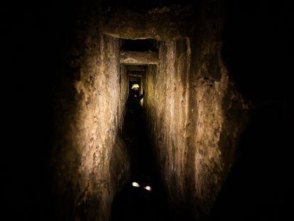 La Policia de Subsuelo inspecciona, el 5 de agosto, las cavidades del sub suelo de la ciudad de Santiago de Compostela.
