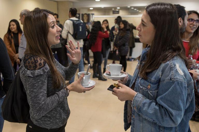 Desayuno entre los alumnos de origen latinoamericano que integran uno de los másteres de postgrado de ESIC, Pozuelo de Alarcón (Madrid)