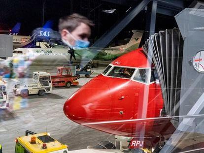 Un avión de Norwegian en el aeropuerto de Trondheim, en Noruega. el sábado 3 de enero.