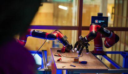 Los experimentos de Facebook incluyen el sentido del tacto para ayudar al robot a ejecutar tareas sencillas.