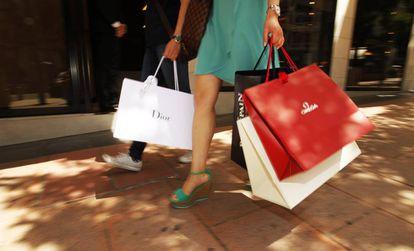 Compras en la 'milla de oro', la zona más cara y exclusiva de Madrid.
