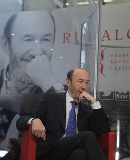 Rubalcaba, sentado durante la entrevista.